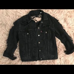 Levis premium distressed black trucker size xs
